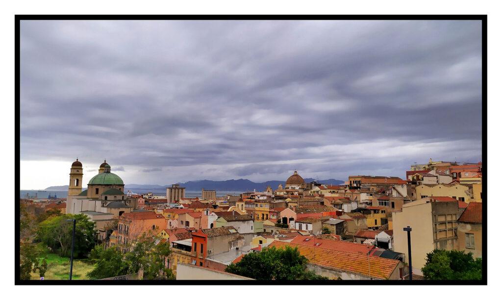 Una vista di Cagliari dal parcheggio situato in via san giorgio