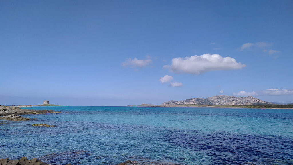 anche distante é bella la spiaggia della pelosa