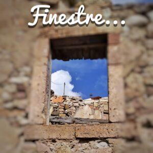 antica costruzione quasi del tutto diroccata, con finestra sul cielo azzurro