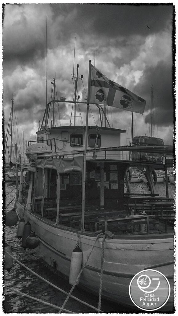 barca con bandiera sarda