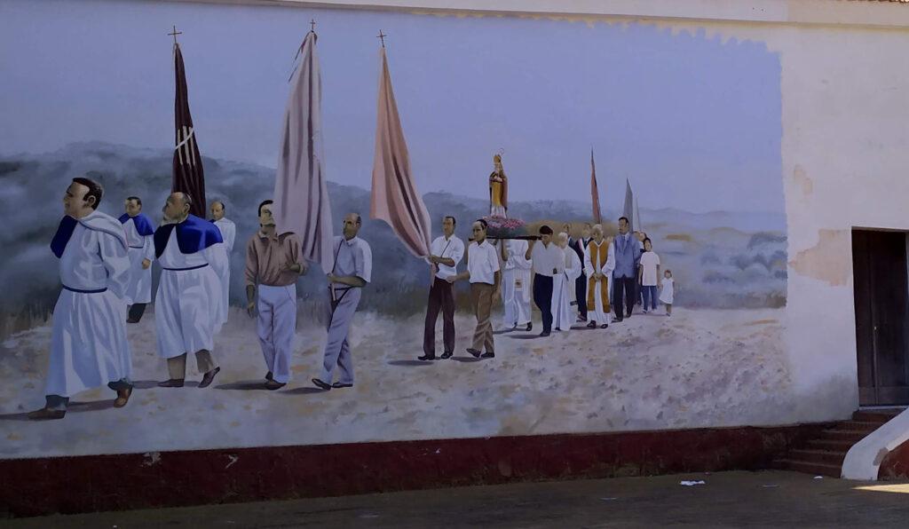 murales dipinto sulla chiesa prima di entrare a Stintino